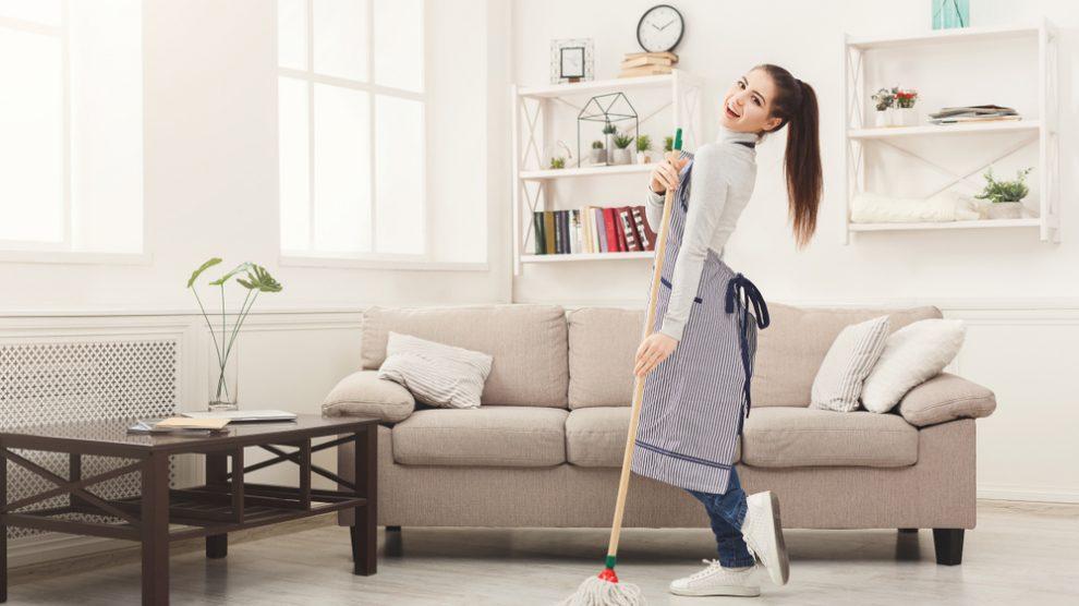 Sport en faisant du ménage